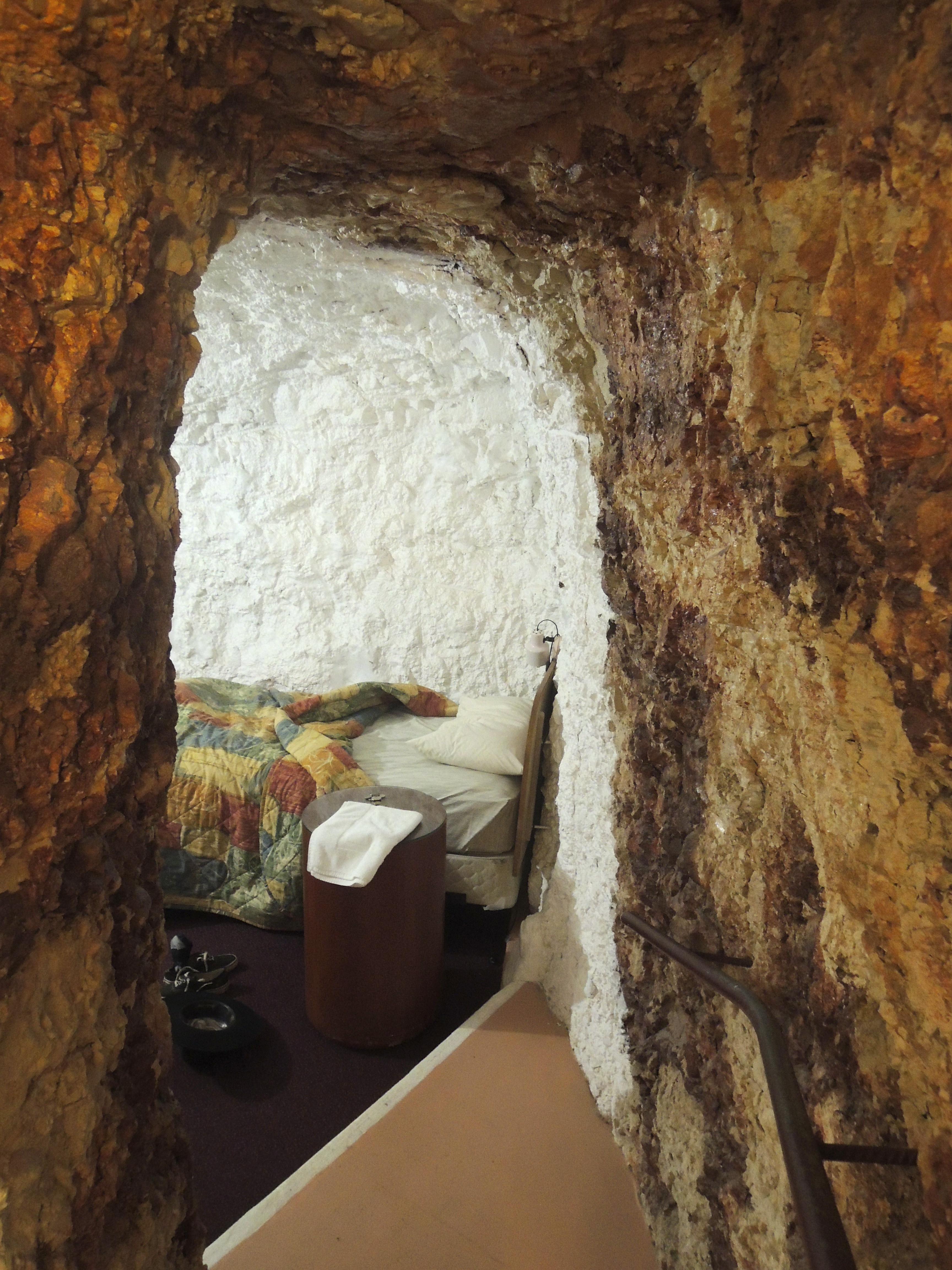 White Cliffs, Underground Motel